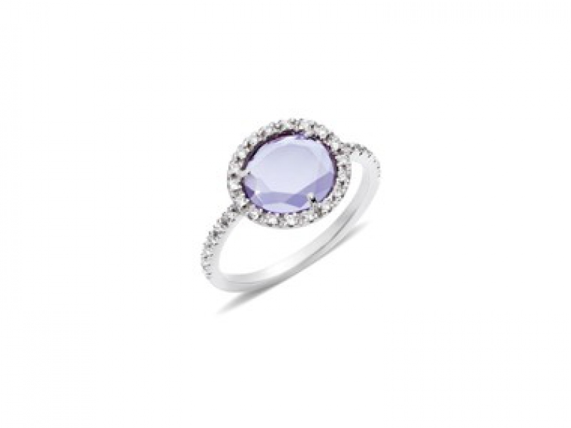 8- Pomellato: Colpo di fulmine The Amethyst calms down strong feelings, clarifies the thoughts and helps to reach widsom. The flat oval shape amethyst is mounted on blackened white gold and paved with 0.15 carats of diamonds. (~ 2'100 Euros)
