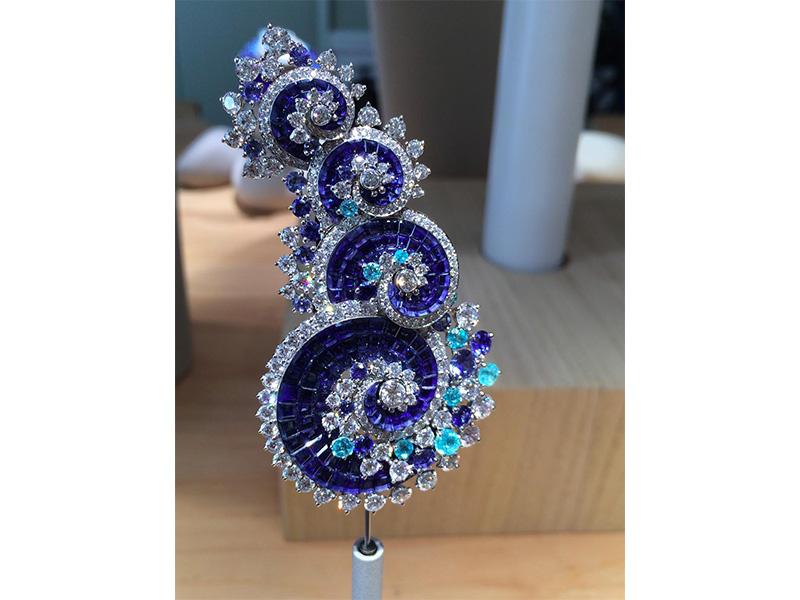 Van Cleef & Arpels Vagues mystérieuses clip mystery set sapphires, sapphires, paraìba-like tourmalines diamonds