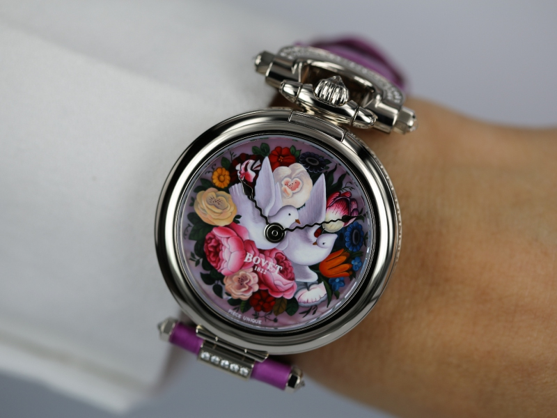 Miniature painting on the Amadeo Fleurier 39, Lady Bovet by Bovet Only Watch 2015 Unique Piece - Photo by Watchonista