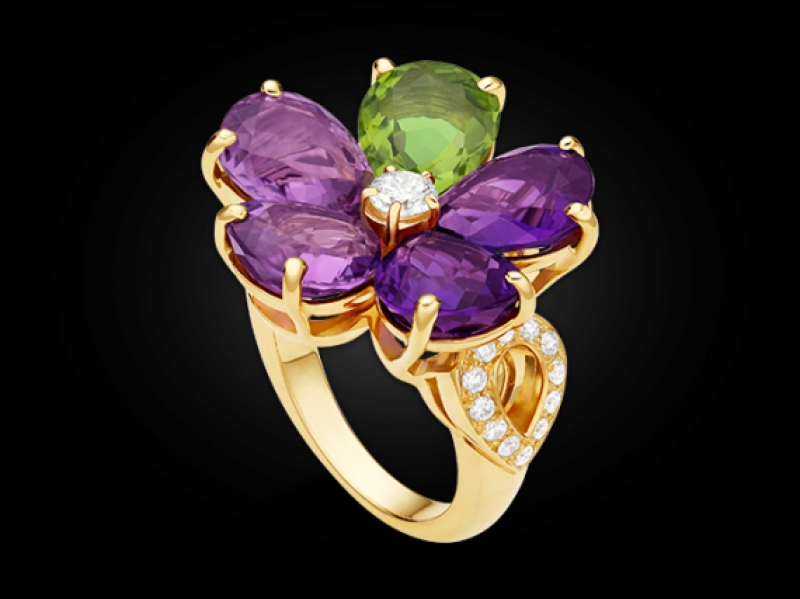 Ring yellow gold diamonds Amethyst