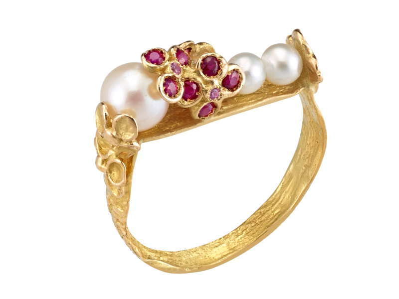 Anais Rheiner Yellow Gold ring set with Akoya pearls,rubis and pink sapphires - 1950 Euros