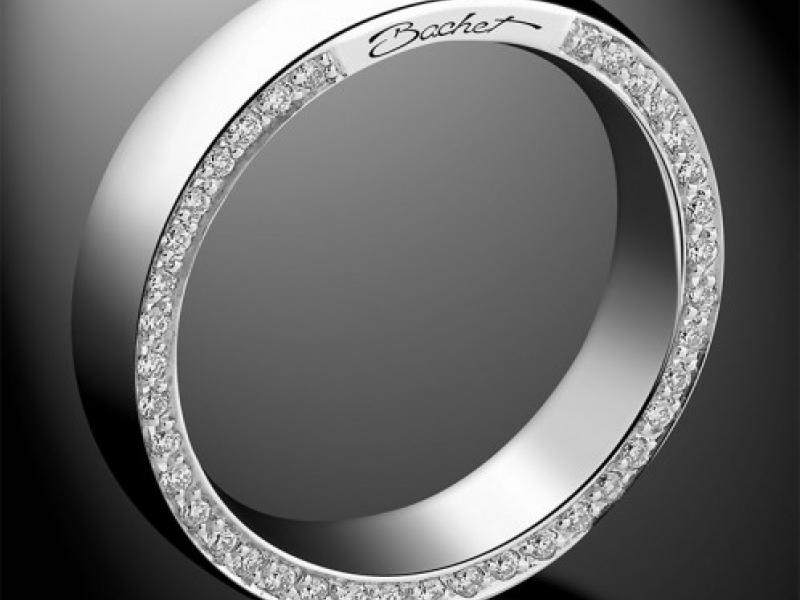 Bachet- Subtle Men Wedding Alliance White gold wedding band set with 44 diamonds on the interior side of the ring. (~ 3'290 Euros)