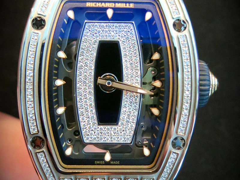 RM07-01 by Richard Mille, when women equal men. When you think: Richard Mille, you think: sports cars and cigars coupled with a hundred of complicated references as complicated as the variety of RM-pieces. Keeping the iconic barrel case – and what made Richard Mille who he is- he made an evolution of the existing feminine reference RM07 adding -01 to the end. The RM07-01 with flying indexes, a squeleton automatic sapphire movement, a diamond-paved dial and semi-paved case in black ceramic case. An elegant piece where aesthetics takes over mechanics. (~ 83'000 Euros)