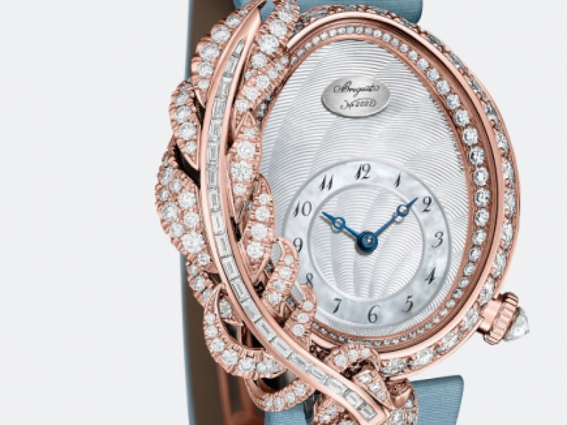 2- Breguet used the feather as a dream feature and set it on the side of the iconic Reine de Naples they named Rêve de Plume.