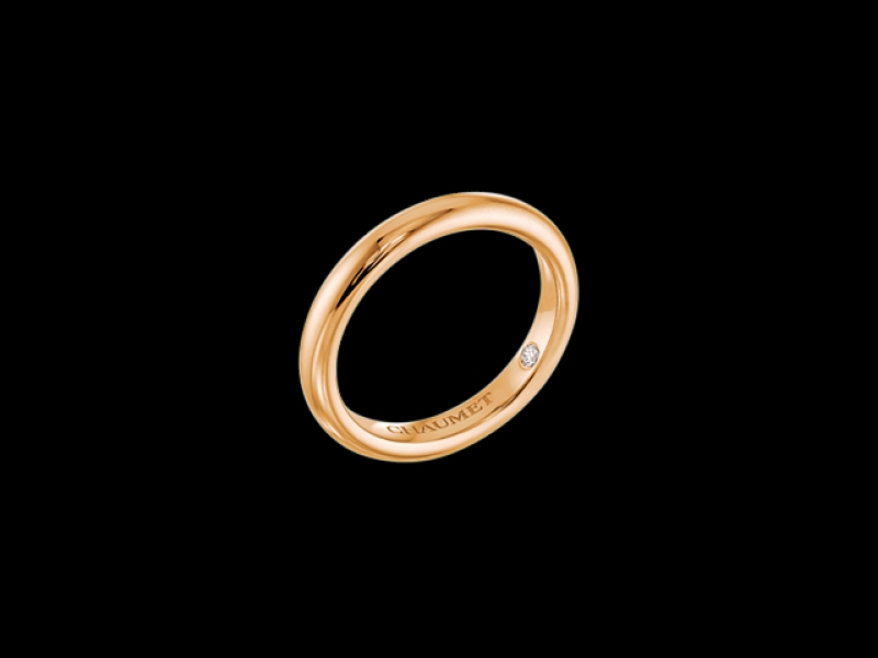 Chaumet- Alliance Fidélité Red Gold wedding band named Loyalty - 3mm thick with an incrusted diamond inside the band. (~ 1'000 Euros)