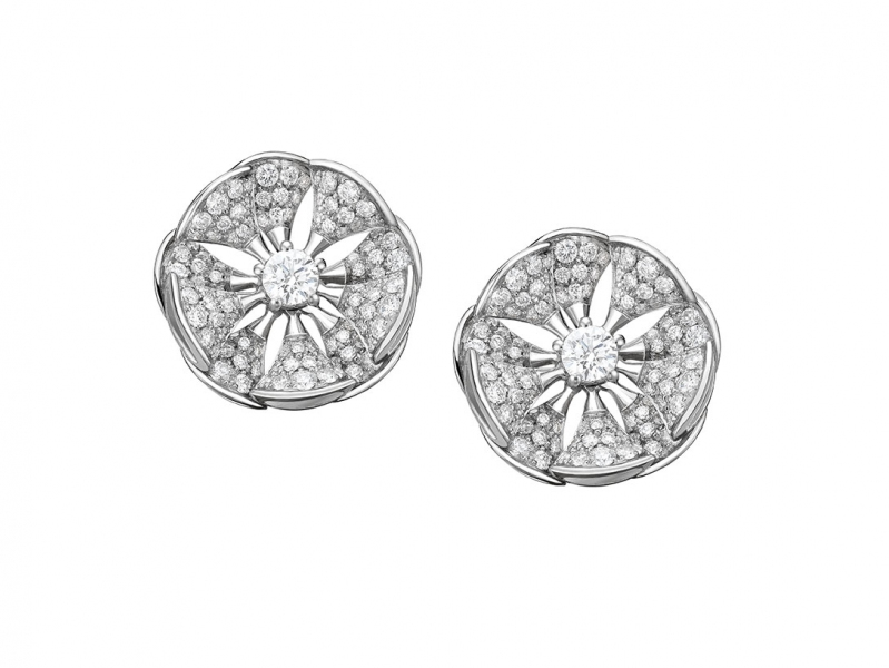 Bvlgari earrings diva's dream white gold set with a central diamond and full pavé diamonds