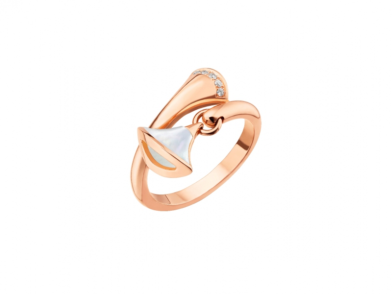 Bvlgari divas' dream small contraire ring rose gold set with mother-of-pearl and pavé diamonds