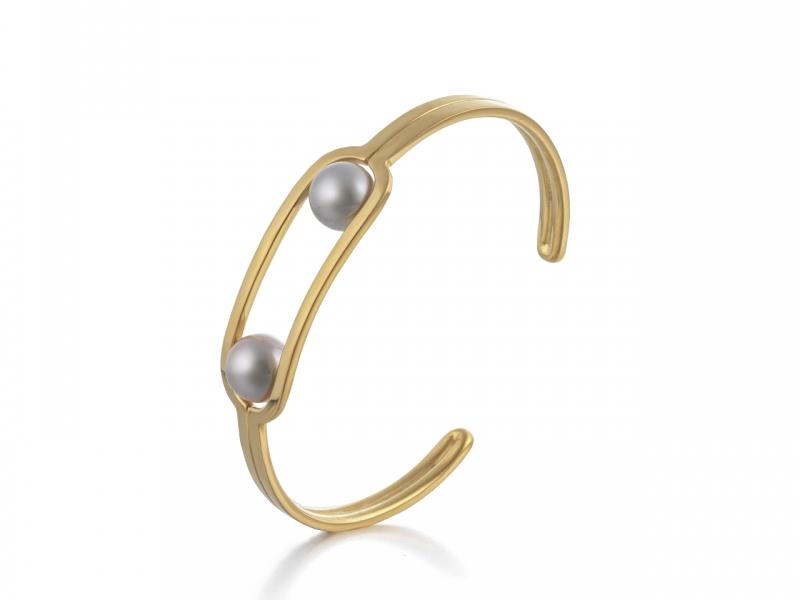 Melanie Georgacopoulos Flow Double Pearl Bangle, 18ct yellow gold & 10mm grey water pearls / Images © The Goldsmiths' Company. Photography by Richard Valencia