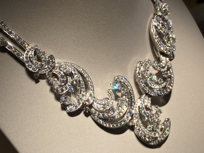 Van cleef and Arpels Pangée Necklace round and pear-shaped diamonds
