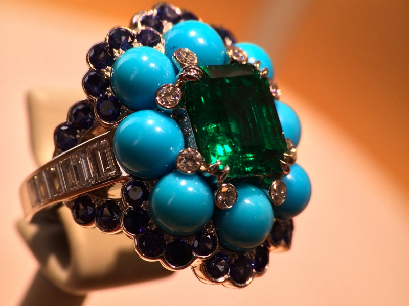 Van Cleef and Arpels Ancône ring octogonal-cut emerald sapphires turquoise diamonds