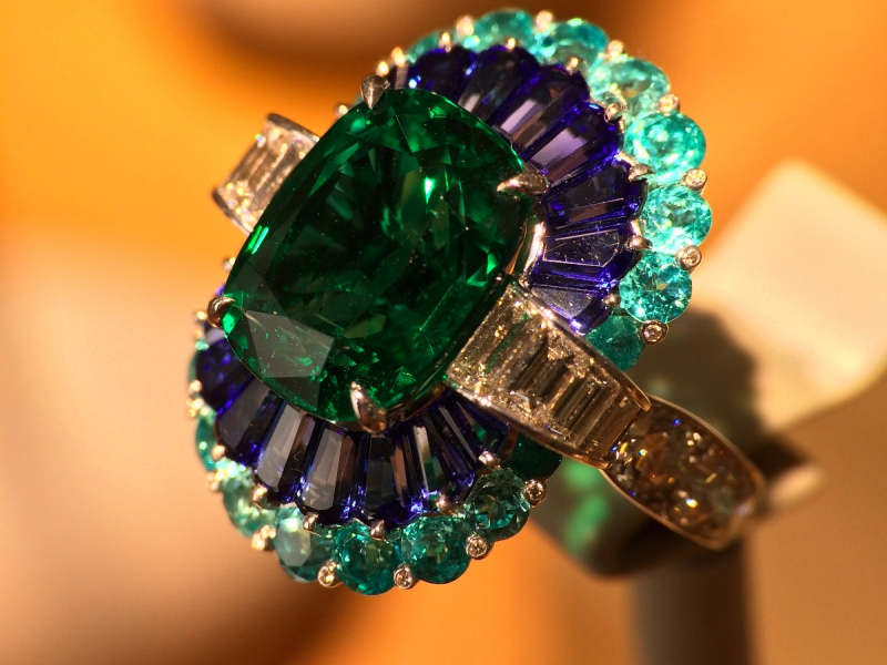 Van Cleef & Arpels Adria ring cushion-cut emerald paraìba-like tourmalines, sapphires, diamonds