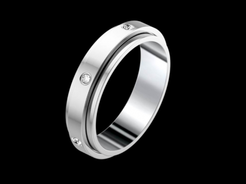 Piaget- Alliance Possession Mounted on platinum and set with seven diamonds (worth 0.13 carats) the Piaget Possession wedding band starts at ~ 3'950 Euros.