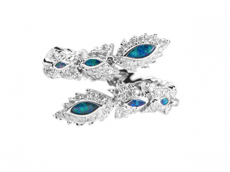 2- Aaron Jah Stone and his phoenix ring with diamonds and blue opal stones makes us dream! (~ 2500 Euros)