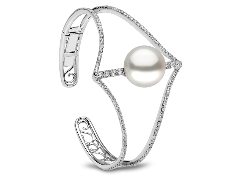 Yoko London Diamonds Cuff set with a white pearl