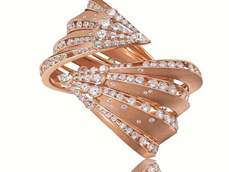 Alexandre Reza Dune Cuff Bracelet set on brushed and sandblasted rose gold with 31.48 carats of diamonds.