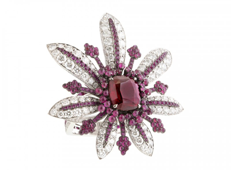 John Rubel La Divine ring mounted on white gold, rubies and diamonds is available at the Pop Up