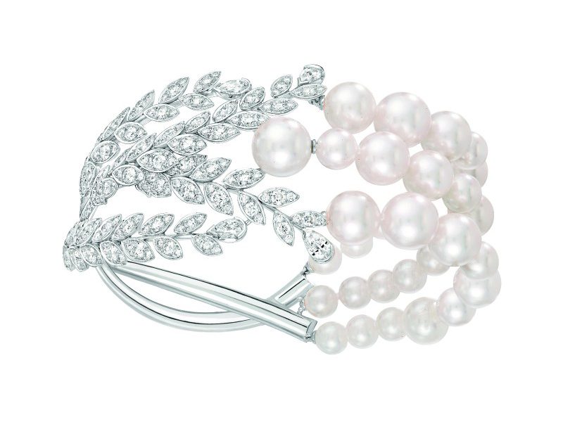 Chanel Moisson de Perles bracelet mounted on white gold set with 239 brilliant-cut diamonds, 4 pear-cut diamonds and 32 Japanese cultured pearls.