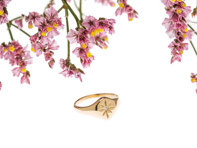 Eli-o Nyx ring mounted on yellow gold with one diamond, ~ CHF 935