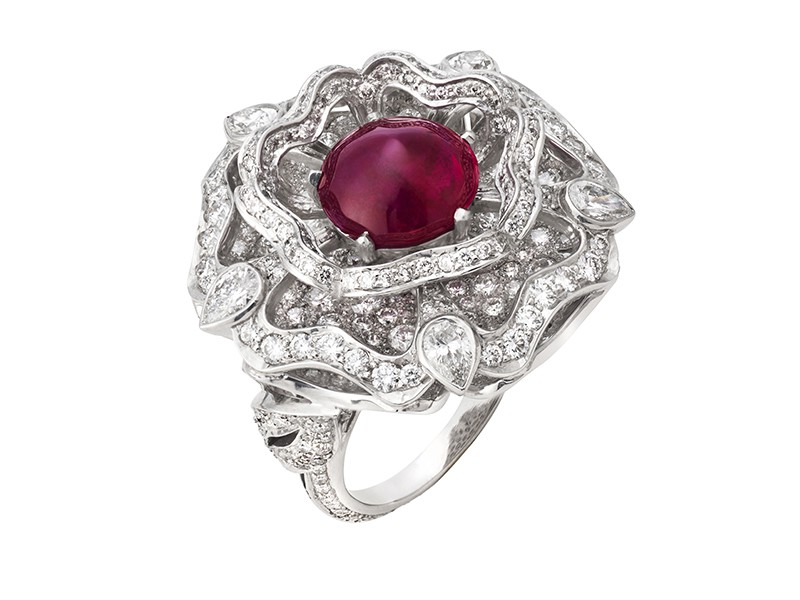 Garrard Ring mounted on white gold and set with diamonds surrounding a cabochon ruby