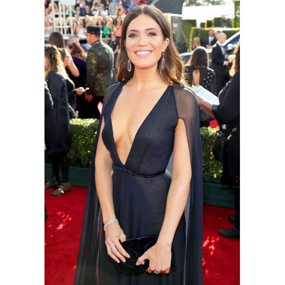Neil Lane Mandy Moore wore Diamond, Kunzite and Platinum, 50 Carat Teardrop Chandelier Earrings, Diamond and Platinum 3 Row Bracelet and a White and Fancy Pink Diamond and Platinum Ring