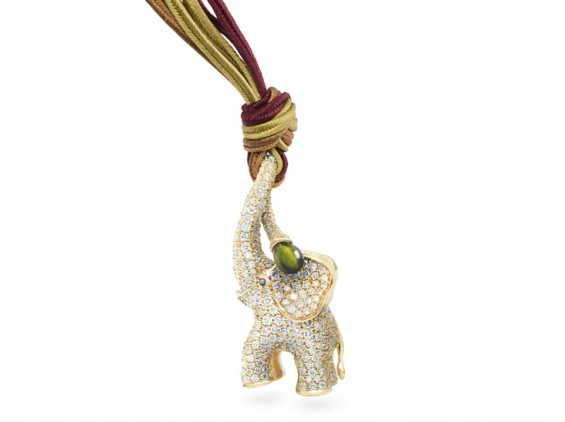 Ole Lynggaard Copenhagen Pendant Circus Elephant 18 karat yellow gold with green turmaline drop 536 diamonds (4.27ct)