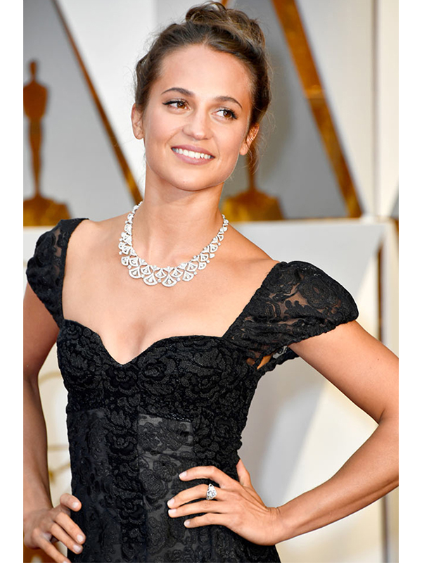Bvlgari Alicia Vikander wore High Jewelry diamond necklace paired with a platinum ring featuring diamonds and mother of pearl inserts