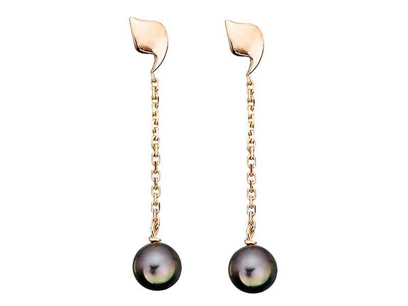 Rivka Nahmias These earrings with black tahiti pearls mounted on rose gold are available at the Pop Up - CHF 2'356