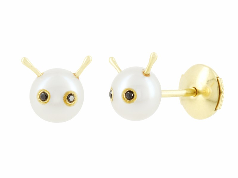 Yvonne Leon These studs mounted on yellow gold with pearls and black diamonds are available at the Pop Up - CHF 680