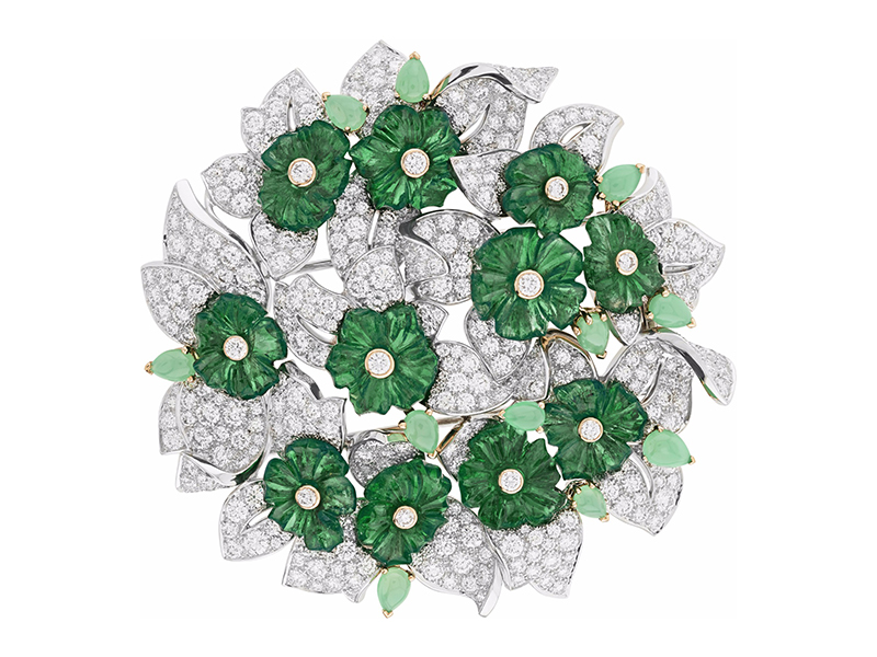 Van Cleef & Arpels Bouquet d'émeraude clip mounted on white gold, yellow gold, round diamonds, cabochon-cut chrysoprases, 11 carved emeralds for a total of 32.53 carats (Zambia).
