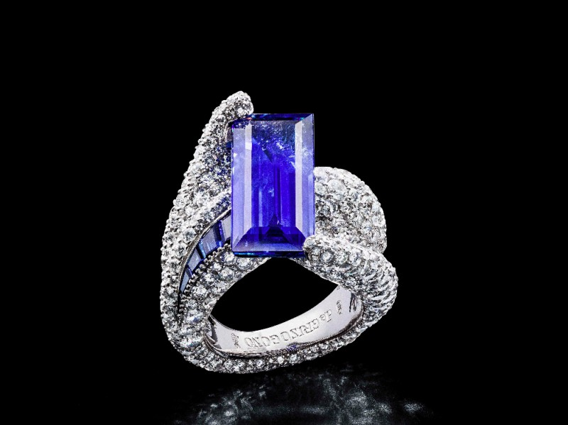 De Grisogono Emerald Cut blue sapphire ring mounted on white gold and diamonds