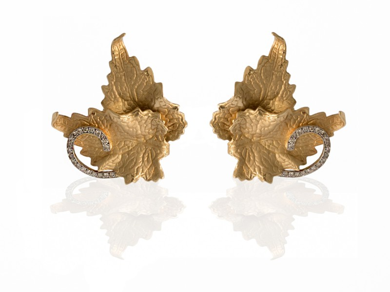 Ana Khouri White diamond leaf earring mounted on 18K gold with white diamonds