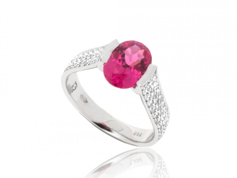 BenGems Ring mounted on white gold set with 90 white diamonds and spinel