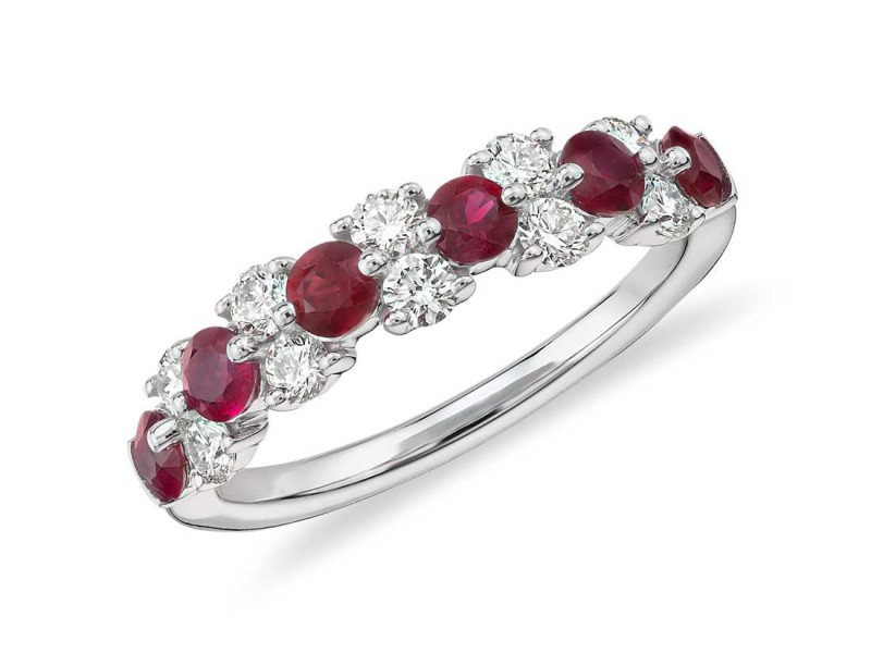 Blue Nile Ruby and diamond garland ring mounted on gold ~ USD$ 1'490