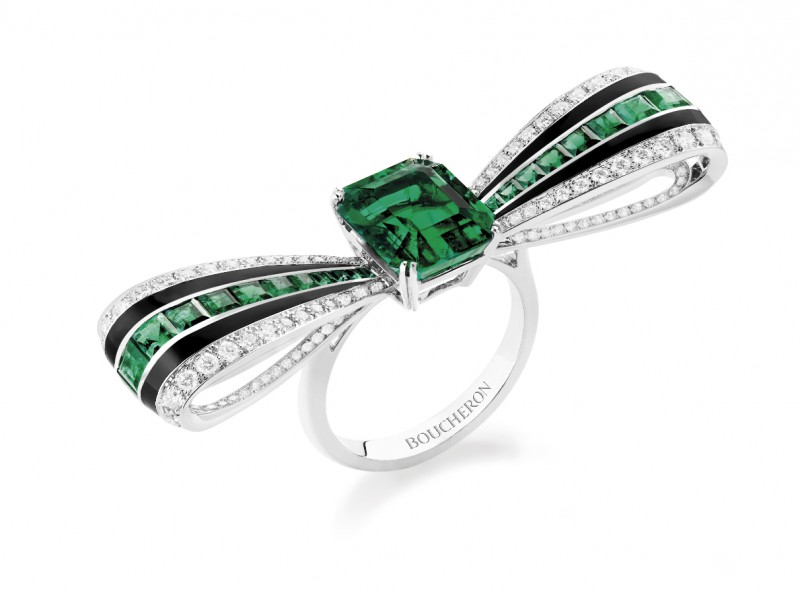Boucheron Ruban Graphique ring set with a Colombian emerald, black lacquer, paved with diamonds and emeralds, on white gold