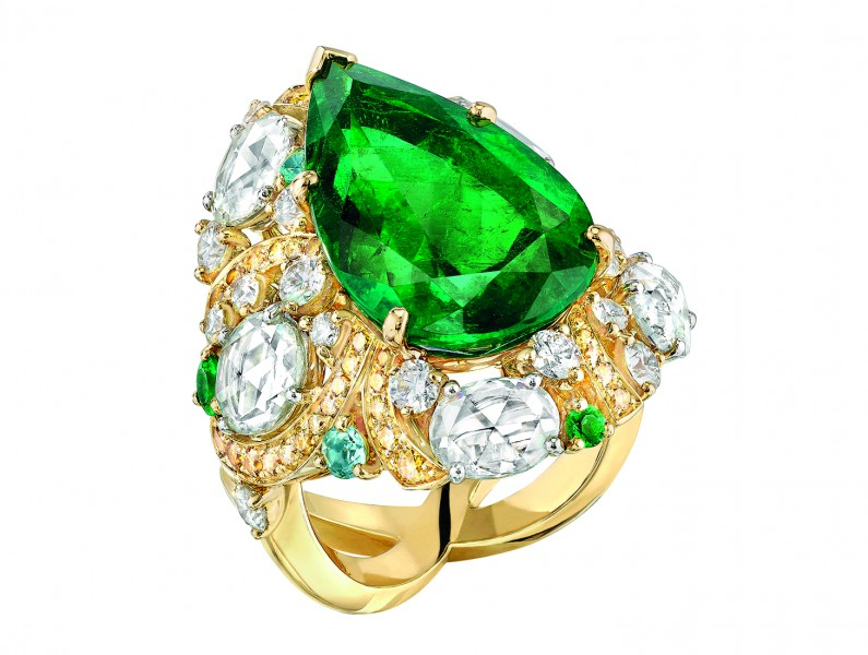 Chanel Épi d'Été ring mounted on yellow gold set with a pear-cut emerald and marquise-cut colored stones