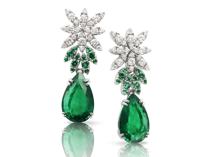 Pasquale Bruni Ghirlanda Elizabeth earrings mounted on white gold with emeralds and white diamonds