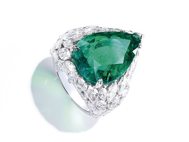 Piaget From Sunny Side of Life collection - Diamond ring with a 12.06-carat Colombian emerald centrepiece