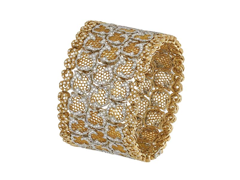 Buccellati Tulle Cuff set with diamonds on yellow gold.