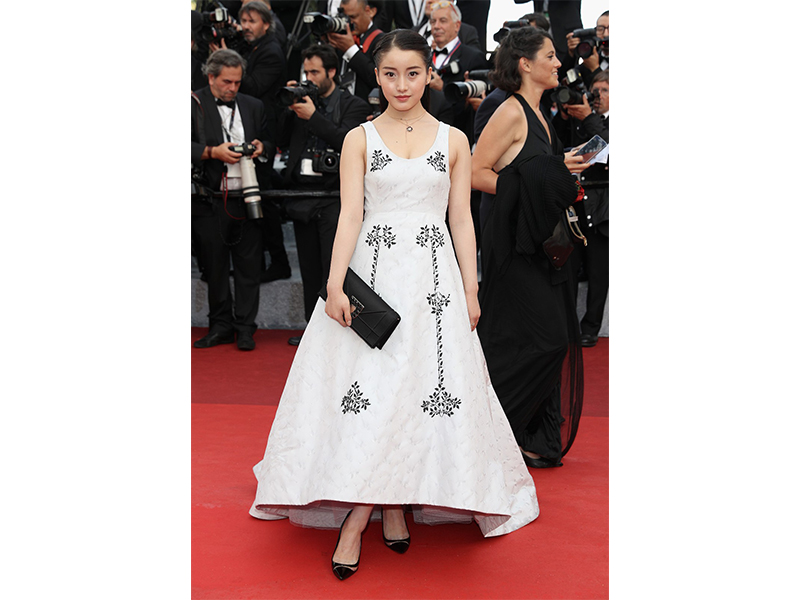 Dior Yao Xin wore Diorama Precieuse earrings. She also wore Rose des Vents ring and necklace.