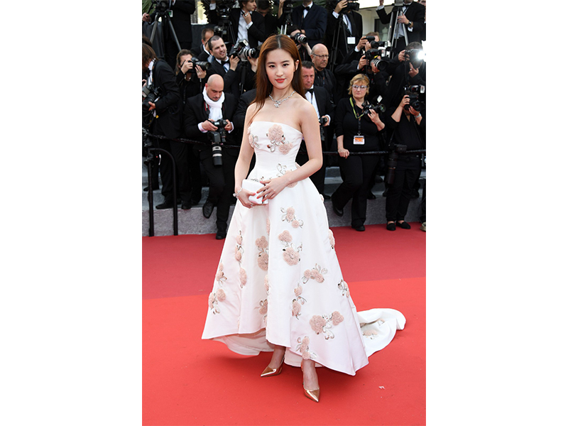 Dior Liuy Yifei wore Rose Dior Bagatelle bracelet and necklace. She also wore Rose des Ventes ring.
