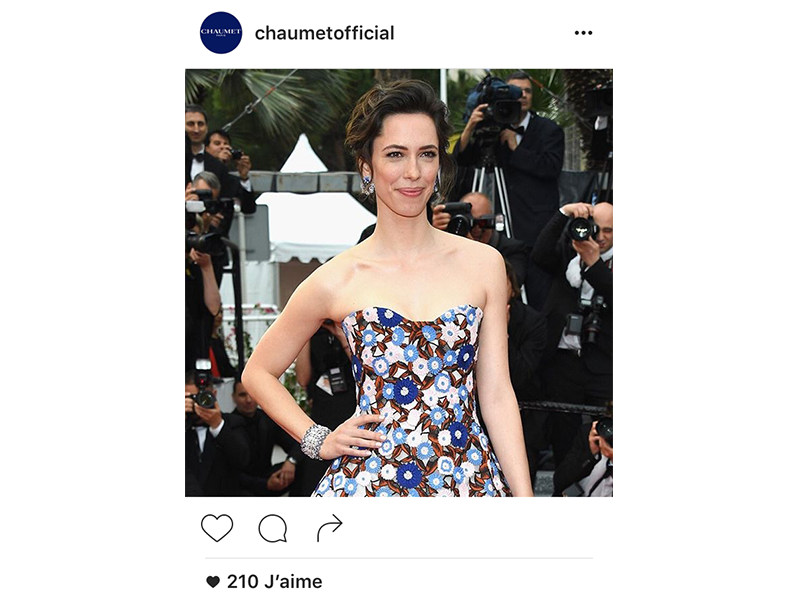 Chaumet Rebecca Hall wore a unique Hortensia cuff bracelet and Hortensia earrings in white gold, diamonds, blue sapphires and lapis lazuli.