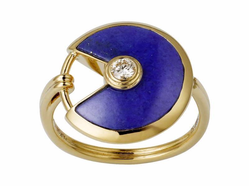 Cartier From Amulette collection - This ring is mounted on yellow gold with lapis lazuli and one diamond