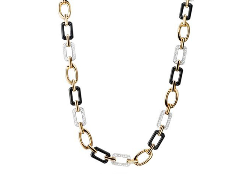 Chanel Baroque - White and yellow gold with onyx and diamonds, ~ 39'100 Euros