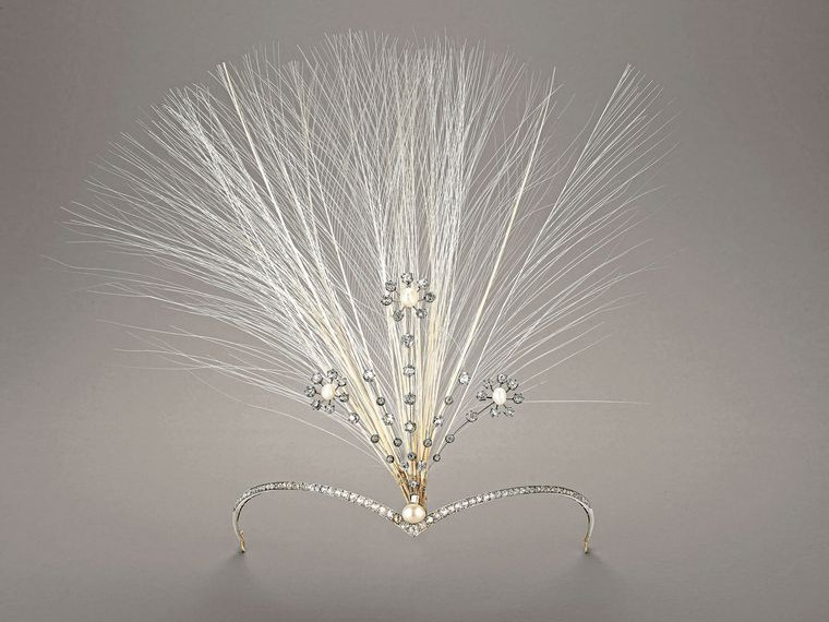 Chaumet aigrette, circa 1910, inspired by the V-shaped hairstyle of Mary, Queen of Scots, and featuring pins reminiscent of the swaying wildflowers found in the magnificent landscape north of the border.