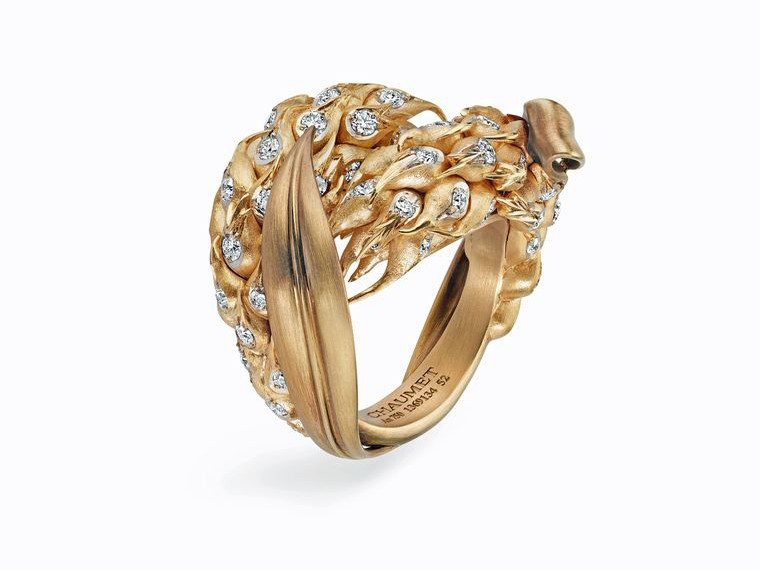 Created specifically for the Chaumet Promenade Bucolique exhibition, this limited-edition Épi de blé gold ring pays tribute to the wheat sheaf tiara.