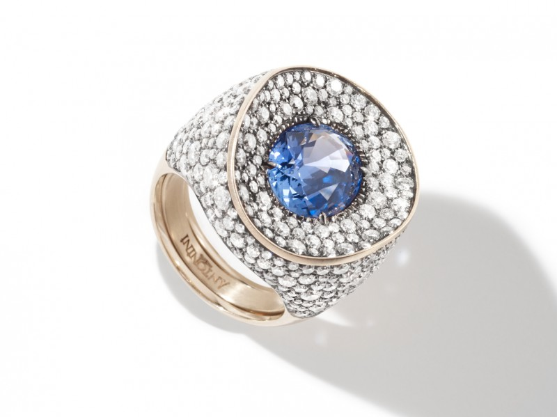 Antonini Mirror Sapphire ring mounted on white gold with diamonds