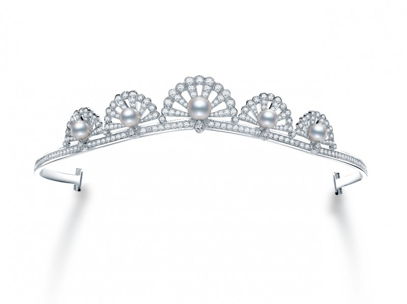 Garrard From Wings Reflection, a white gold necklace set with white diamonds and enamel
