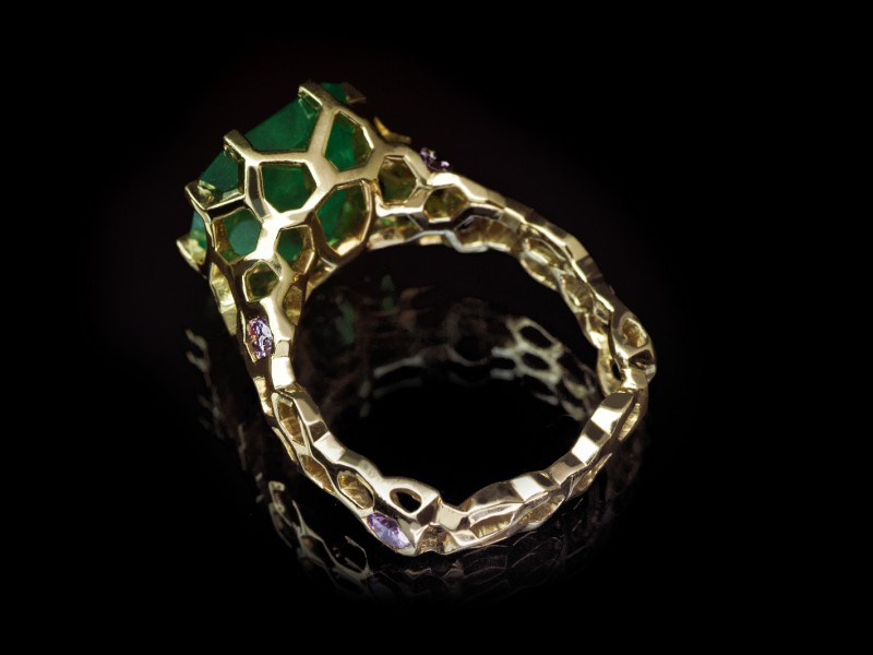 Guy & Max 3D printed jewelry ring yellow gold emerald