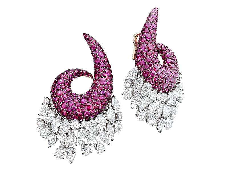 Neon colors De Grisogno purple earrings diamonds