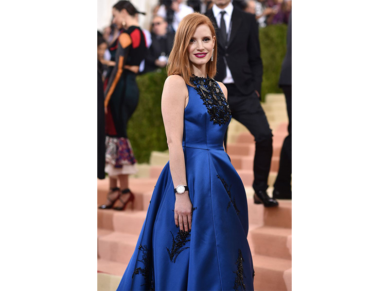Piaget Jessica Chastain wore diamonds earrings and the beautiful Limelight watch.